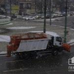 В Кривом Роге коммунальщики продолжают расчищать снег