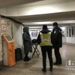 В подземном переходе в Кривом Роге патрульные пресекли незаконную торговлю сигарет