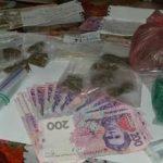 Четверых криворожан задержали по подозрению в сбыте наркотиков
