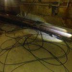 Криворожанин, вооружившись ножом, резал кабель в подвале дома