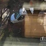 В Кривом Роге горожане неделю смотрели, как машины «тонут» в грязи, но в водоканал не звонили