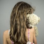 Родителей, обвиняемых в съемках порно с 4-летней дочкой, допросили в суде Кривого Рога