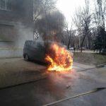 В Кривом Роге утром полыхал автомобиль