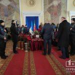Сотни военнослужащих пришли попрощаться с умершим полковником нацгвардии в Кривом Роге