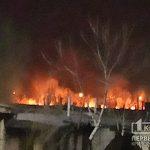 В районе центрального кладбища в Кривом Роге полыхает огонь