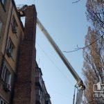Спустя 4 года в одном из криворожских дворов начались ремонтные работы аварийного дымохода