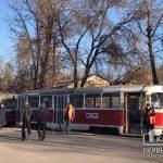 На какие ухищрения идут криворожане, чтобы добраться домой на скоростном трамвае