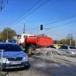 ЮГОК поливает улицы города дезраствором