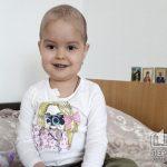 Двухлетней Миладе из Кривого Рога продолжают собирать средства на лечение рака крови