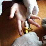 Пожарные болгаркой разрезали кольцо, застрявшее на пальце ребенка