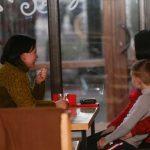 Рестораны будут принимать посетителей, а пенсионеры могут не соблюдать самоизоляцию: в Украине ослабили карантин