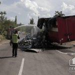 В Кривом Роге прицеп грузовика с посылками загорелся на ходу