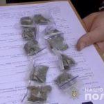На двух улицах в Кривом Роге задержали мужчин с наркотиками (видео)