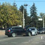 В Кривом Роге на перекрестке возле Полка патрульной полиции столкнулись два легковых авто