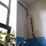 На несущих стенах одного из криворожских домов образовались трещины