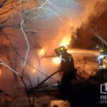 В Кривом Роге дотла сгорели пять хозсооружений