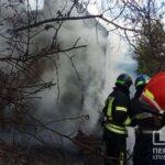 За два часа пожарные потушили пылающий дачный дом