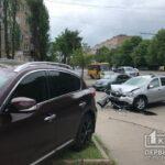 ДТП в Кривом Роге: легковушка выехала за пределы проезжей части
