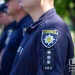 Поліція Криворізького району розшукує зловмисника, який порізав ножем дворічну дитину